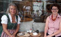 Zwei Damen am Markt